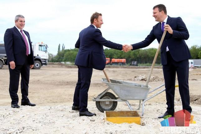 """Pokrajinski premijer položio kamen temeljac za izgradnju fabrike """"Kaminada"""""""