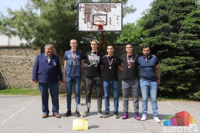 Basketaši Ekonomske škole šampioni Srbije i učesnici Svetskog prvenstva za srednjoškolce