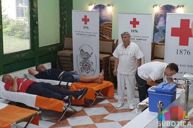 """Akcija dobrovoljnog davalaštva krvi """"Humani Božić"""" u Crvenom krstu"""