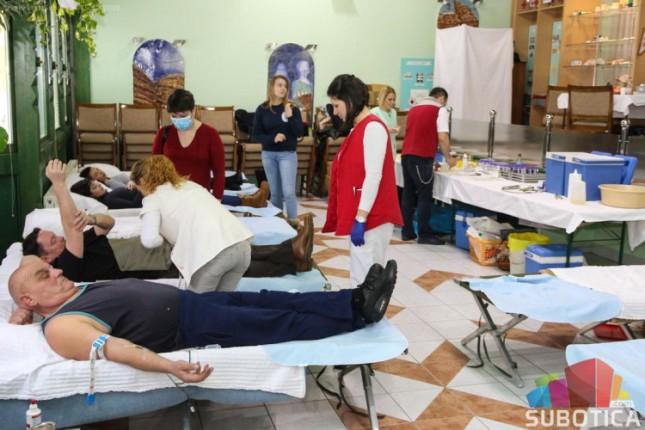 Desetine sugrađana odazvalo se na božićnu akciju davanja krvi