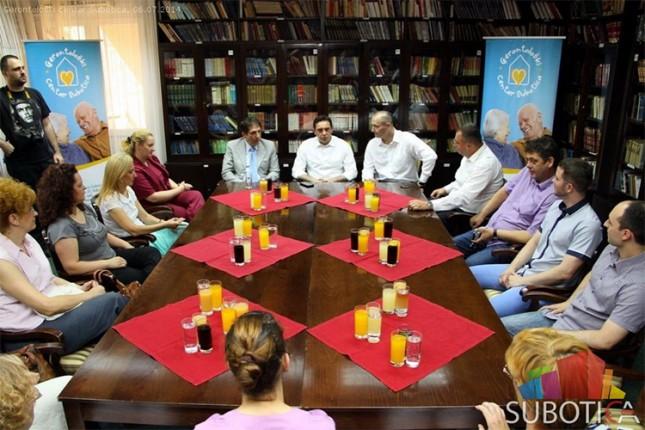 Ministar Vulin u poseti Gerontološkom centru