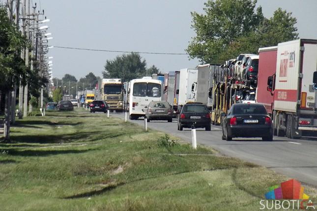 Kilometarske kolone kamiona na Kelebiji, otežan prilaz za putnička vozila