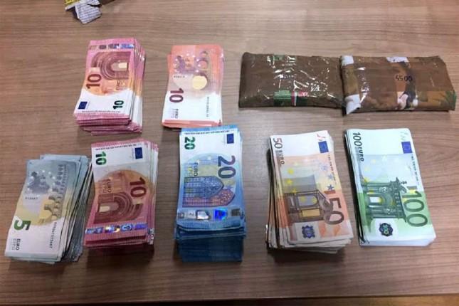 """Vozač kombija """"zaboravio"""" da prijavi 28,5 hiljada evra na Kelebiji"""
