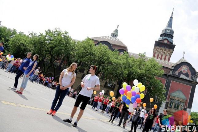 Maturanti srednjih škola plesali na gradskom Trgu