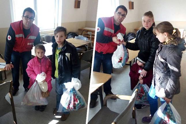 Novogodišnji paketići podeljeni deci korisnika Narodne kuhinje