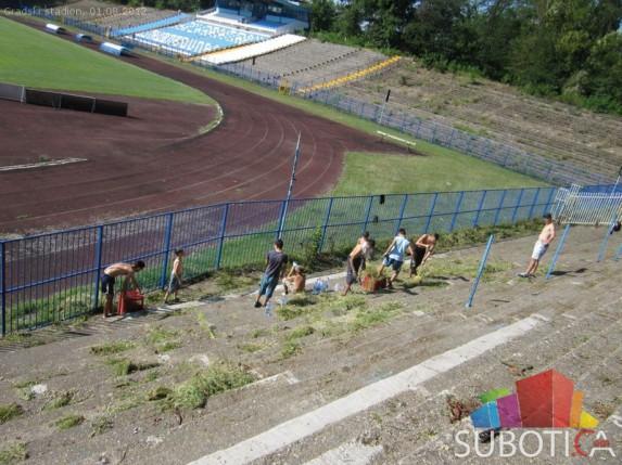 "Radna akcija ""Očistimo stadion"" na +30 stepeni"