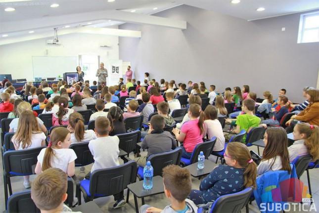 Održana promocija kreativnog pisanja i zbirke pesama i bajki za decu