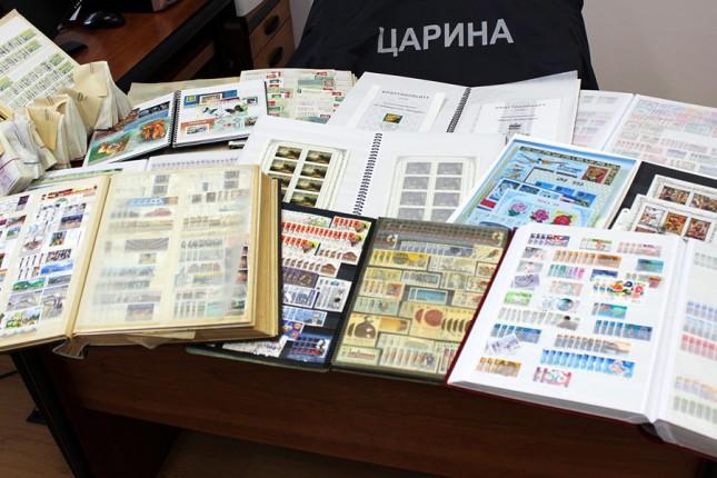 Zaplenjene vredne kolekcije sa više od 30.000 poštanskih maraka