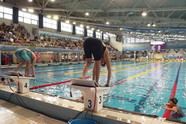 Plivanje: Novi uspesi, pregršt medalja i oboreni rekordi za takmičare Spartaka u Nišu i Novom Sadu