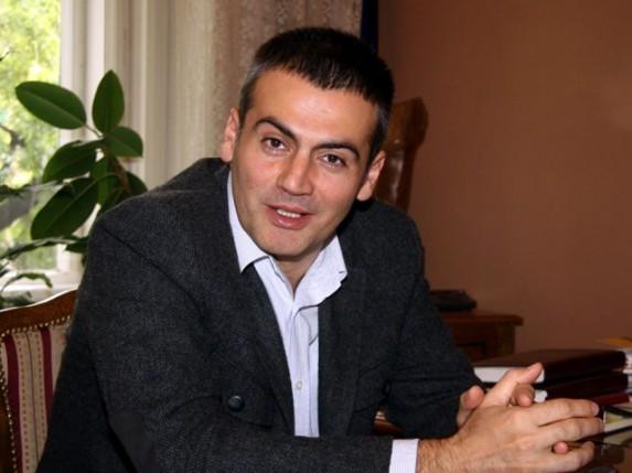 Miloš Stanković: Zatvaramo se u svet televizije i računara