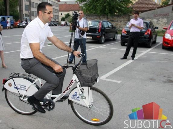 100-ti korisnik Su bike sistema