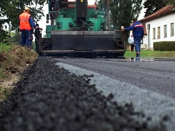 Radovi na asfaltiranju ulica se nastavljaju