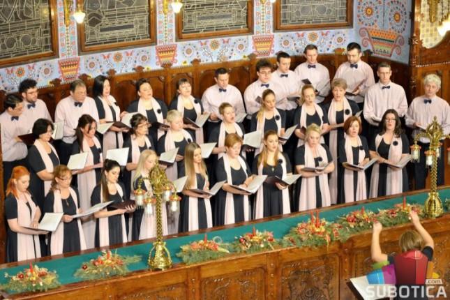Humanitarni novogodišnji koncert crkvenog hora Sveti Roman Melod za dvogodišnju Lenku