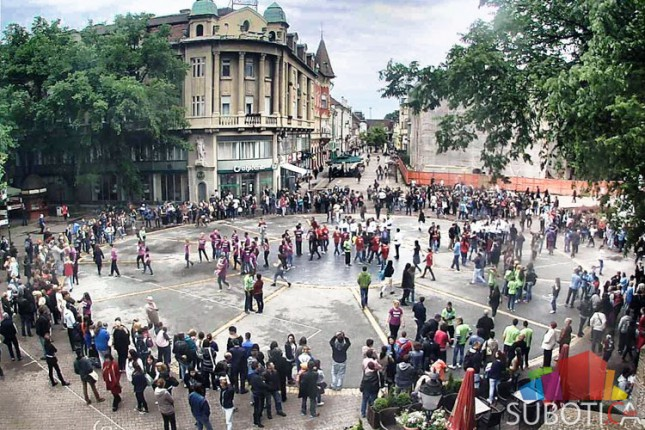Maturanti zaplesali u centru grada