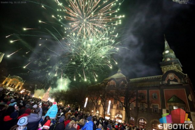 Oko 2.000 Subotičana dočekalo 2019. godinu na Gradskom trgu