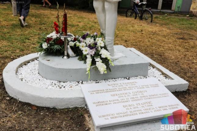 Atletičar Đuro Stantić dobio spomenik ispred porodične kuće