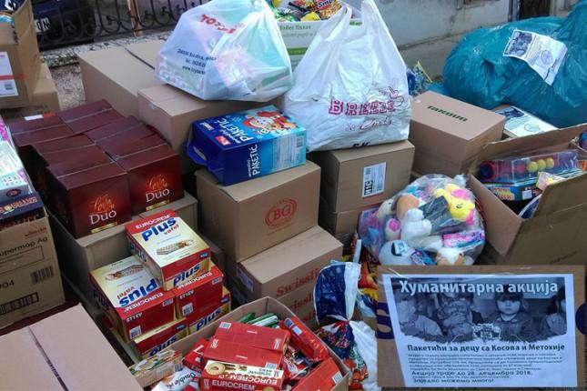"""Organizacija """"Svi za Kosmet"""" prikupljala poklon paketiće za decu iz enklava sa Kosova i Metohije"""