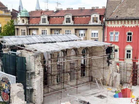 Zaključcima ruše i zidaju teatar