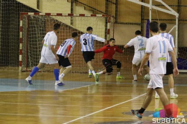 Mali fudbal: Kuća zdravlja i Senta u finalu 46. Novogodišnjeg turnira