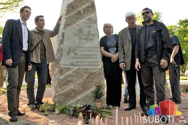 Spomenik aplinisti Drenu Mandiću